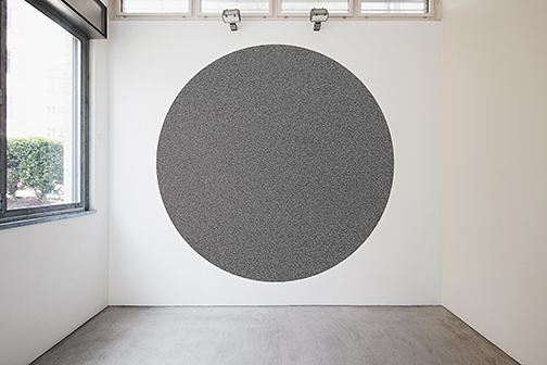 Andreas Christen / zusätzliche Werke in der Ausstellung: Sol LeWitt 10'000 straight and 10'000 not straight lines within a four-meter circle  2005  Wall Drawing #1180 black marker drawn by Nicolai Angelov, 2015