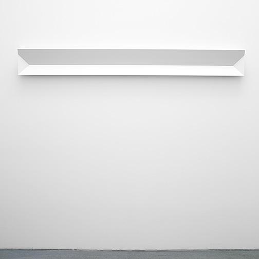 Andreas Christen / Ohne Titel  1998  20 x 176 x 7 cm MDF-Platte, weiss gespritzt