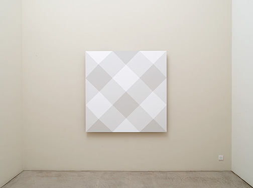 Andreas Christen / Untitled  2002  150 x 150 cm MDF-Platte, weiss gespritzt