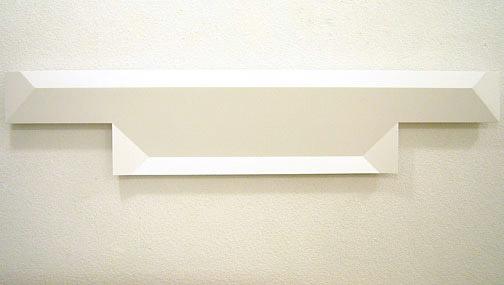 Andreas Christen / ohne Titel  2005 24 x 108 cm MDF-Platte, weiss gespritzt (Nuvovern DS 10.1)