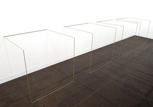 Fred Sandback / Fred Sandback Untitled (Nr. 6)  1968/1983 91 x 472 x 91 cm Mild steel rod (Mercedes Kaledoniengrün DB867)