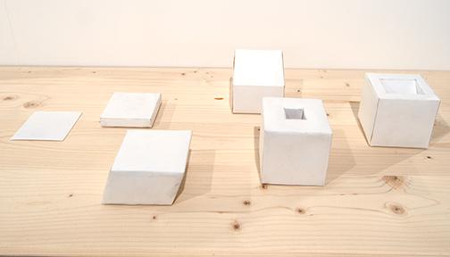 Richard Tuttle / Richard Tuttle Untitled (Six Part Reduction from Cube to Plane)  1969 22,8 x 30,5 cm paper cubes in a plexiglas case