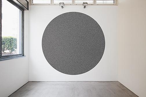 Sol LeWitt / Sol LeWitt (1928-2007) 10000 straight and 10000 not straight lines within a four-meter circle   2005  Filzstift, schwarz Installation von Nicolai Angelov, May 2015