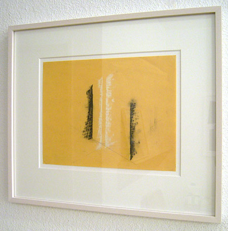 Fred Sandback / Untitled  1990 21.6 x 27.9 cm / 8.5 x 11 ″ pastel and pencil on yellow paper FLS0236