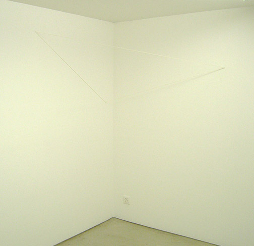 Fred Sandback / Untitled (Triangular Corner Construction) 1991 208 x 182 x 90 cm white acrylic yarn FLS2187