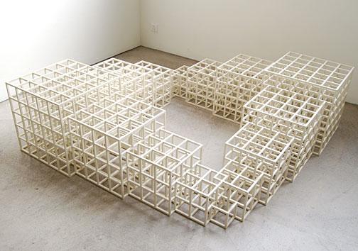Sol LeWitt / 1, 2, 3, 4, 5 (Square)  1986 wood, painted white 48.5 x 164.5 x 164.5 cm  Privatsammlung nicht verkäuflich