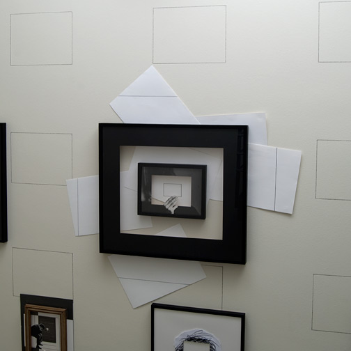 Giulio Paolini / Il Disegno in persona  1998  125 x 125 cm Bleistift auf Papier, gerahmt mit einem schwarzen Passepartout, gerahmt mit einem fotografischen Passepartout, Collage auf der Wand