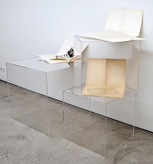 Giulio Paolini / Senza titolo (della serie dei «Disegni»)  1964  Dimensionen variabel Papier auf Plexiglaskubus Senza titolo (della serie dei «Disegni»)  1964  Dimensionen variabel Papier auf Plexiglaskubus