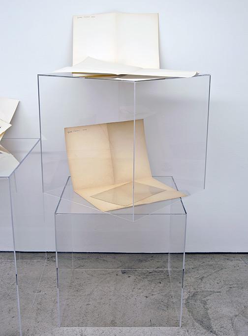 Giulio Paolini / Senza titolo (della serie dei «Disegni»)  1964  Dimensionen variabel Papier auf Plexiglaskubus