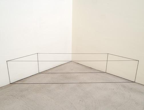 Fred Sandback / Untitled  1967  45.7 x 172.4 x 45.7 cm Grey elastic cord FLS#2000