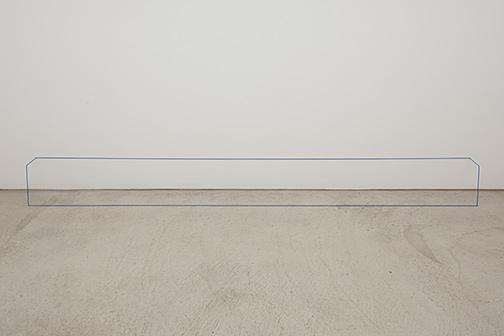 Fred Sandback / Untitled  1967  25.7 x 23.5 x 312.4 cm  elastic cord and steel rod Brittany Blue