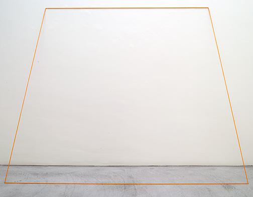 Fred Sandback / Untitled  1968  203.2 x 274.3 cm orange elastic cord