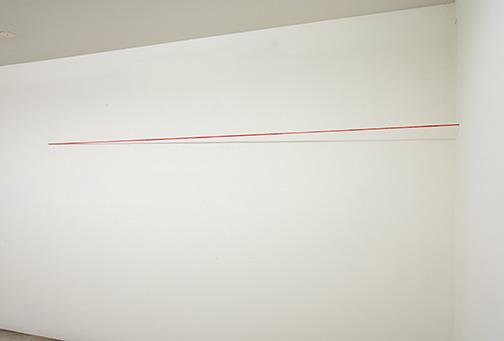 Fred Sandback / Fred Sandback Untitled  1974  162.6 x 304.8 x 15.2 cm Red acrylic yarn, untwisted