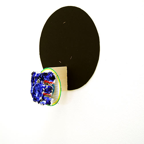Richard Tuttle / Craft #1  2008  41.5 x 36 x 15.5 cm aluminium foile, wiremesh, paper-mâché and acrylic paint mounted on painted cardboard circle on wood on black cardboard circle